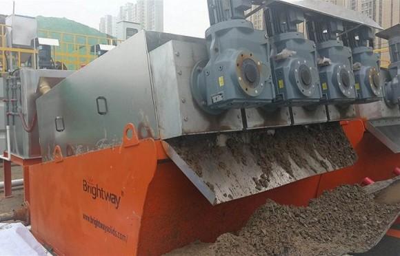 叠螺机污泥脱水干化现场